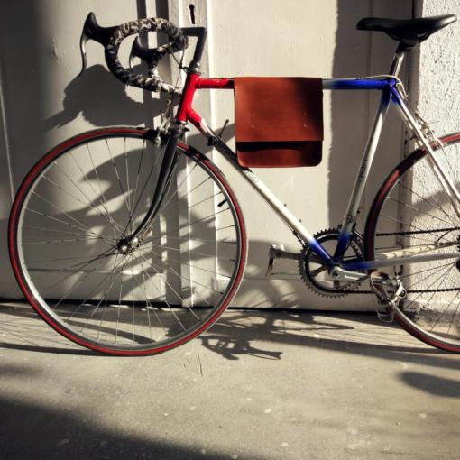 geanta bicicleta din piele lucrata manual